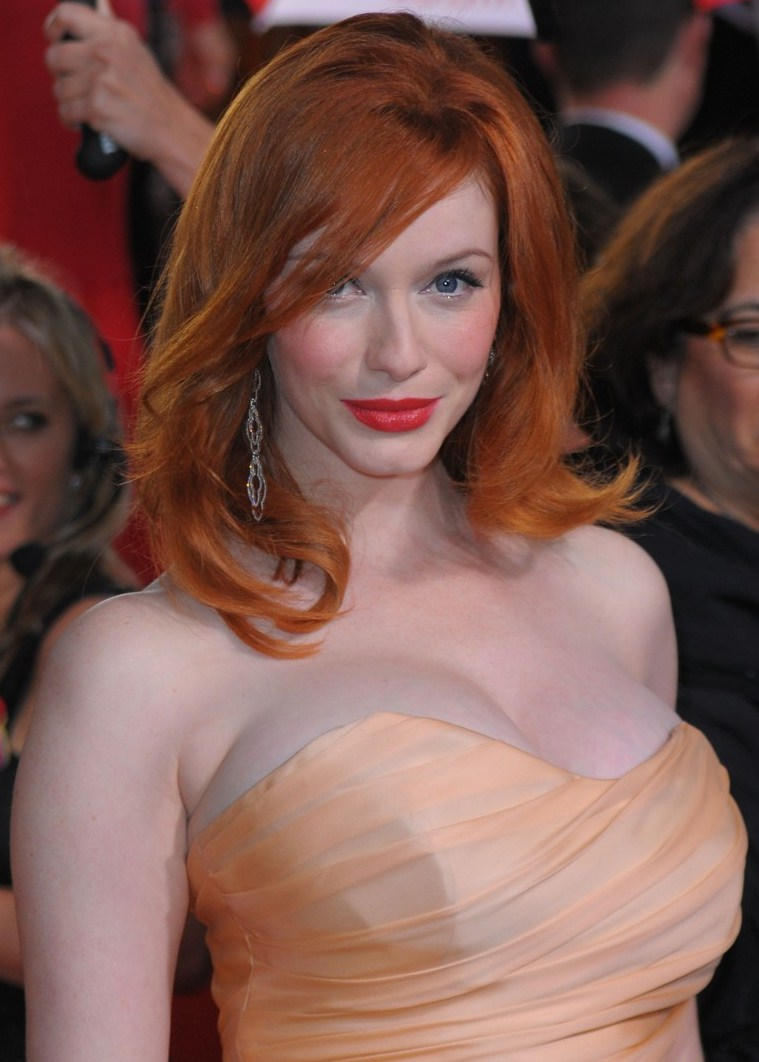Christina-hendricks-2010-golden-globe-awards-red-carpet-03